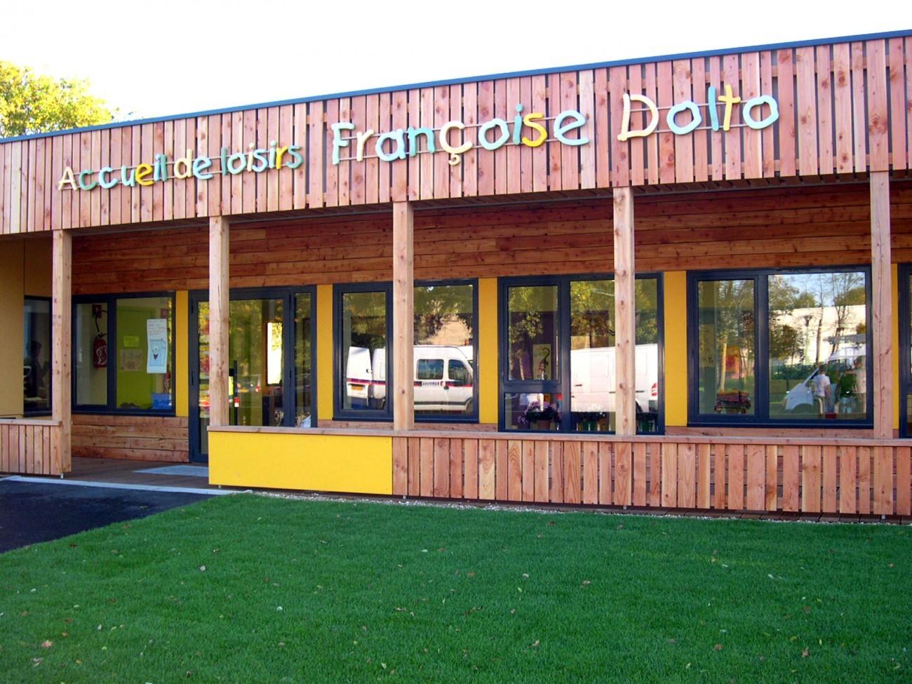 Bourgueil rouleau architectes centre de loisirs sans for Piscine mantes la ville