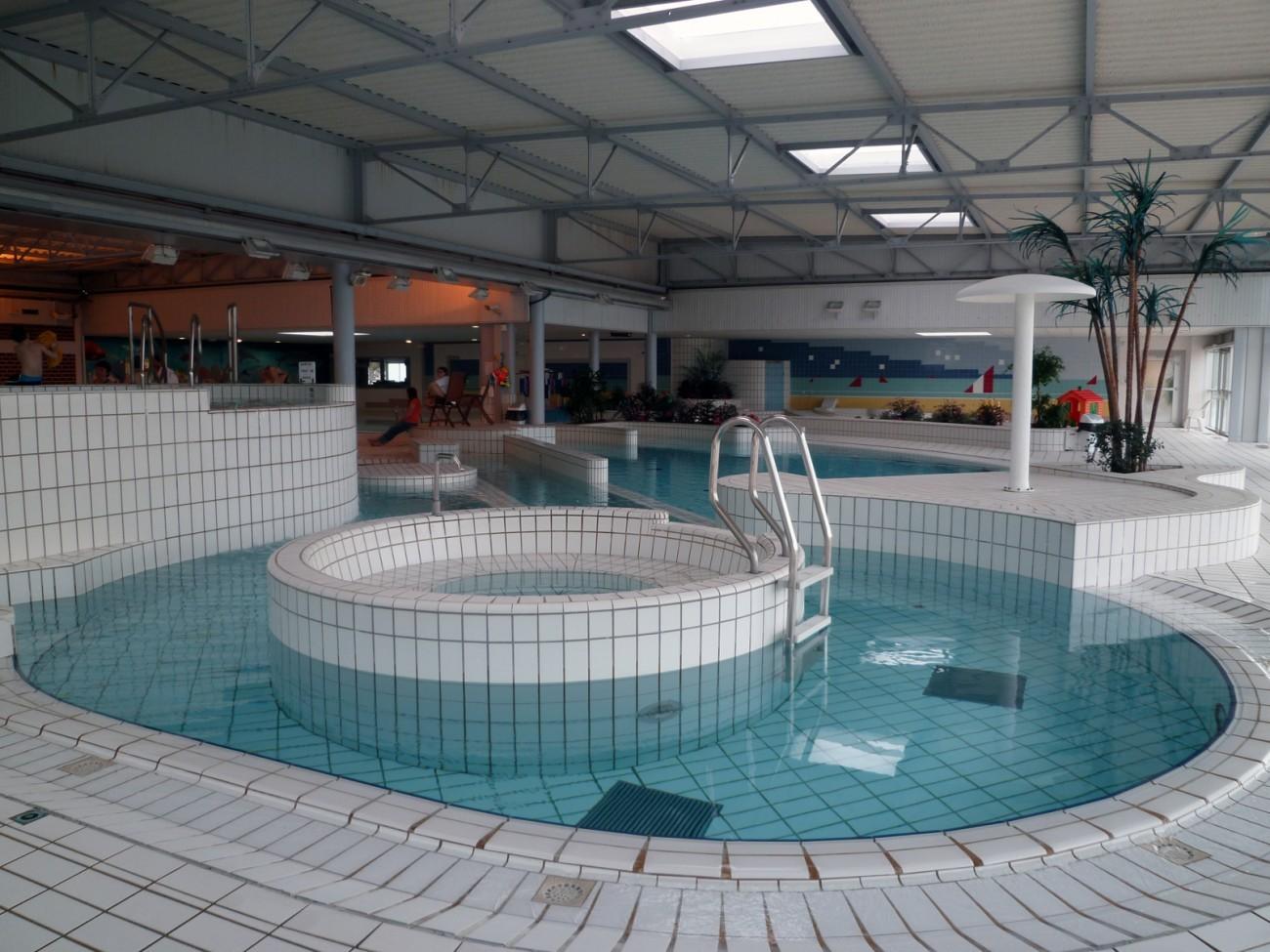 Bourgueil rouleau architectes piscine avoine 37 for Construction piscine 37