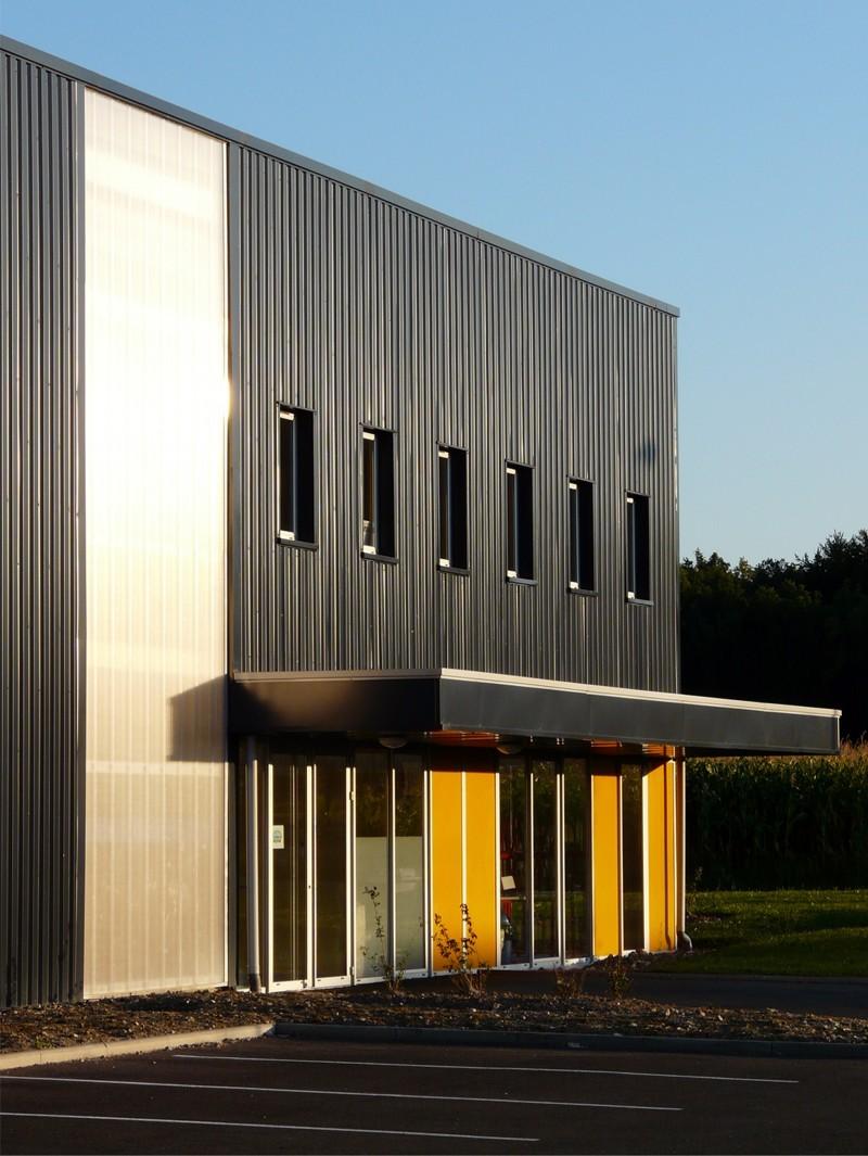 Bourgueil rouleau architectes entreprise decomatic sainte maure de - Cout de construction d un batiment industriel ...