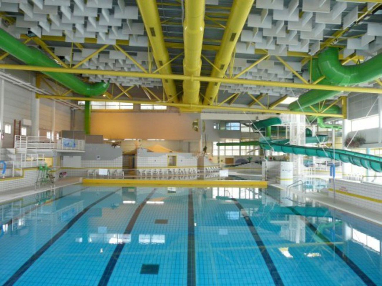 Bourgueil rouleau architectes piscine des corbolottes - Horaire piscine st jean de la ruelle ...